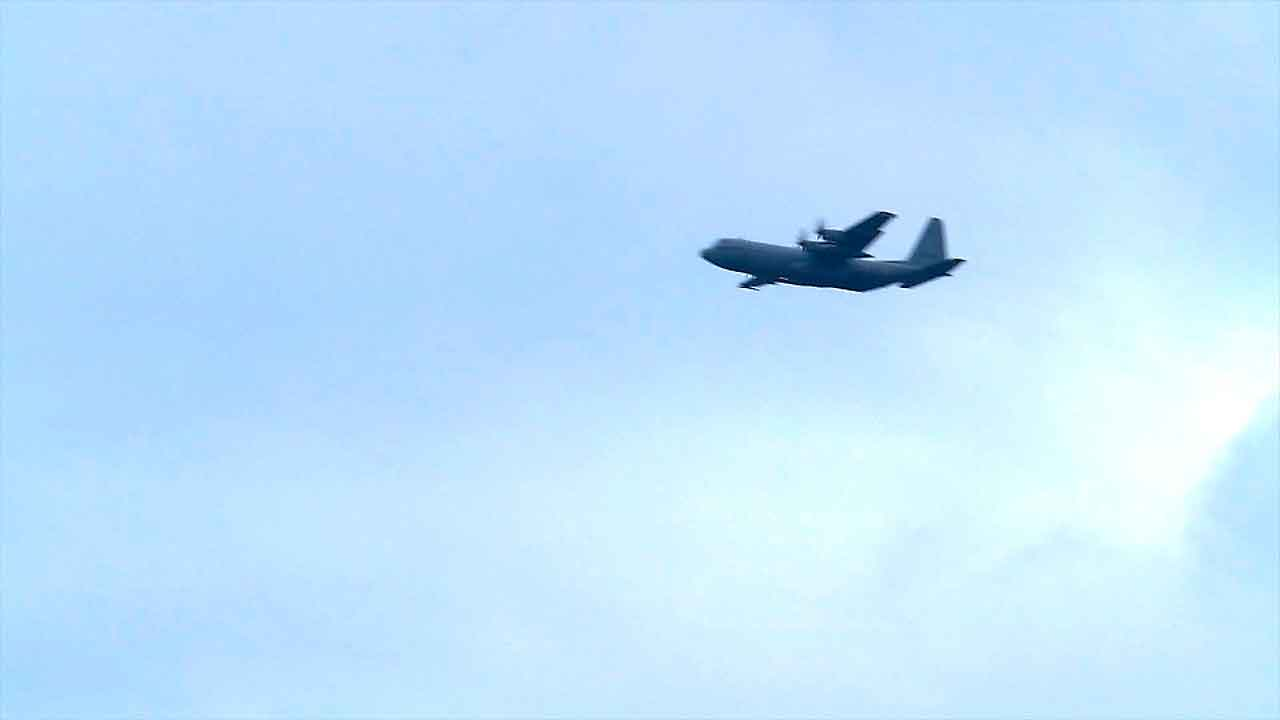 DV Hercules fly by door in header De Landmacht